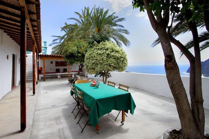 Kanarisches Landhaus mit riesiger Terrasse