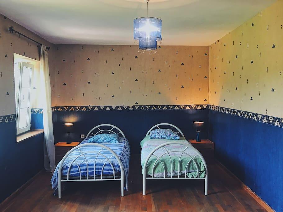 Chambre d'enfants (2 lits simples)