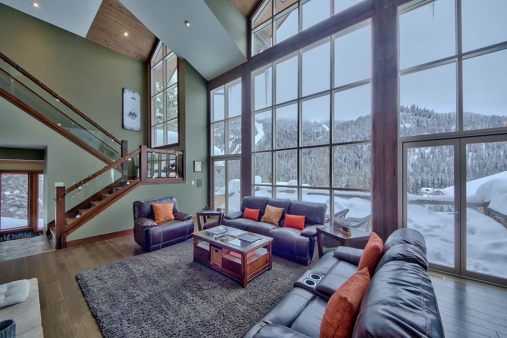 Living Room, Spectacular view of the mountains!!!