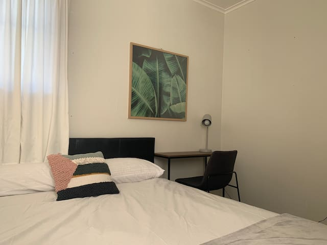 Cosy Room in Narrow Neck