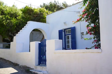 Traditional House in Marpissa, apt2 - Marpissa - Rumah