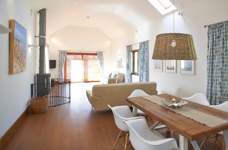 Spacious & Luxurious Coastal Family Home sleeps 4 - Mawgan Porth - Casa de vacances