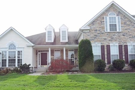 Spacious & Charming 4BR Milton Home - Milton - Ev