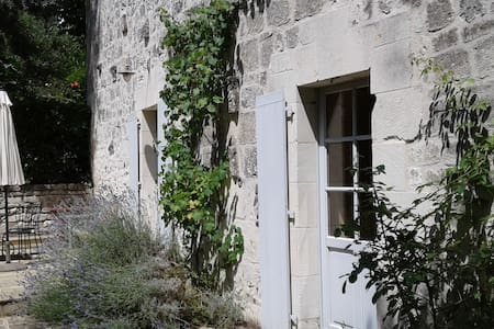 Cozy limestone house with pool - Saint-Germain-sur-Vienne - 独立屋