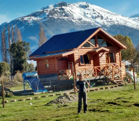 Relax in a magical wooden house in Lago Puelo!