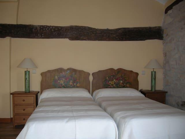 Hotel, bar-restaurante. Hab.28 - Miranda de Arga - Bed & Breakfast