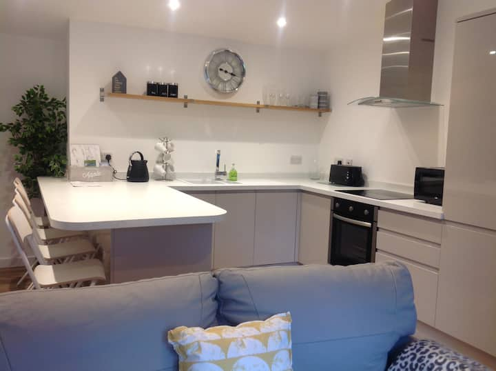 Modern Cosy Apartment (1), Chester Zoo 15 mins