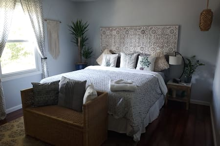 Boho Suite minutes from downtown!