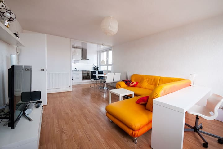 Spacious Apartment in City Centre w/Parking Option