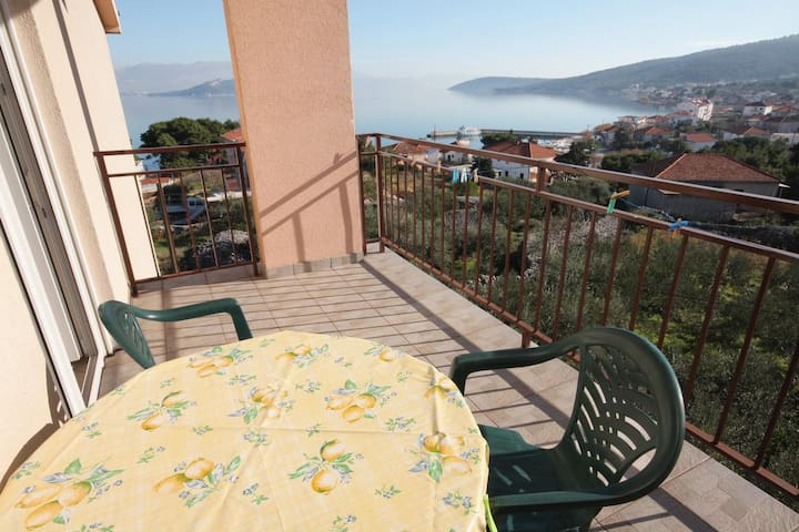 Two bedroom apartment with terrace and sea view Slatine, Čiovo (A-5998-b)