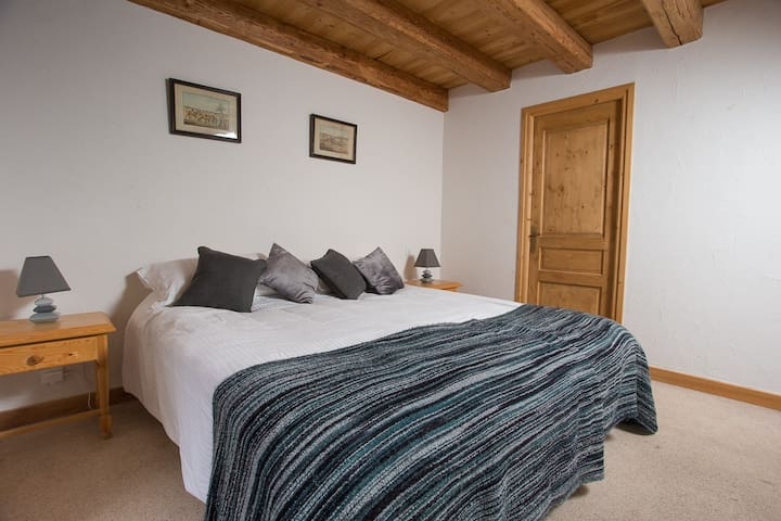 Double / twin en-suite room - la Ferme du Chateau - La Chapelle-d'Abondance - Bed & Breakfast