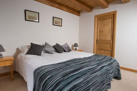 Double / twin en-suite room - la Ferme du Chateau - Bed & Breakfast