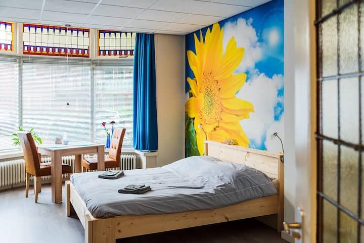 Zonnebloemkamer: Comfortabel & aan 't stadscentrum