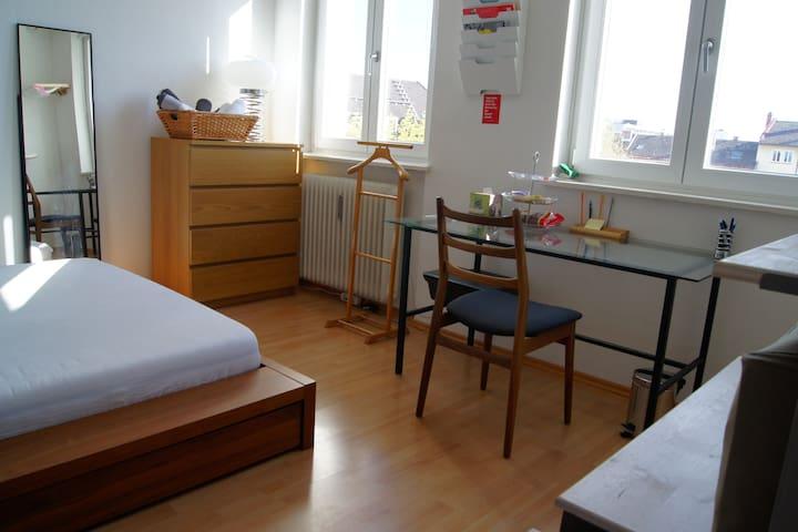 Hell & zentral, Kingsize-bed // B&B - München - Bed & Breakfast