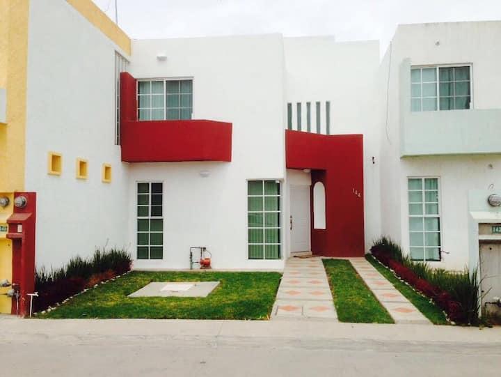 Casa Amueblada en Privada a pasos de Carr 57
