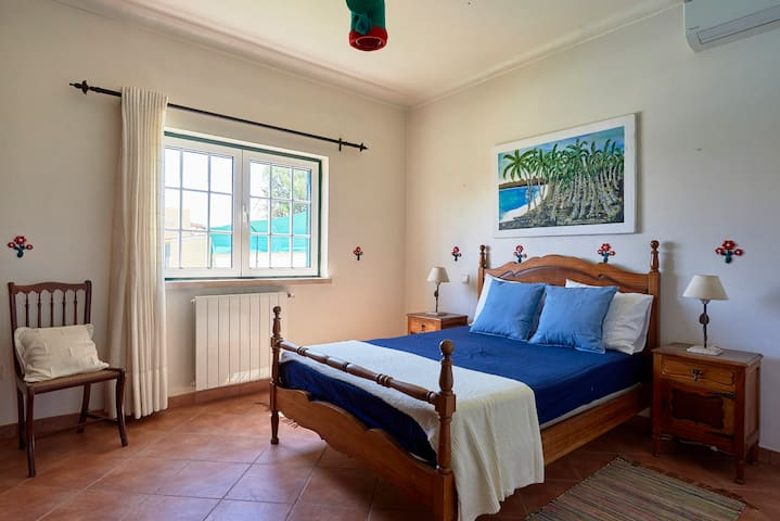 Second room with a Queen Bed, closet and A/C.