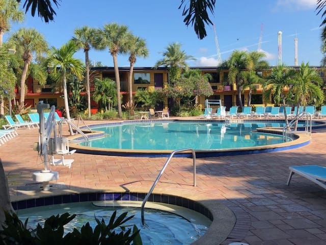 WATERPARK! 3 GORGEOUS UNITS CLOSE TO UNIVERSAL