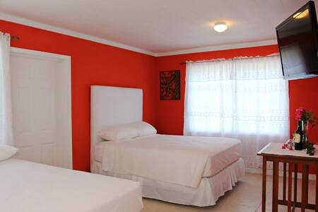 Two Turtles Inn 2Beds - George Town
