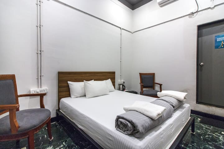 BPP Colaba - Superior Private Ensuite Room