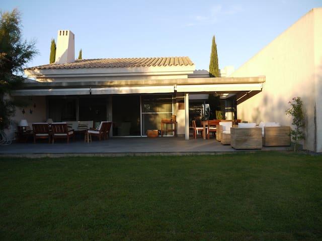 Vila en urbanización de lujo (Golf Resort)