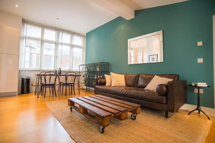 Designer 1Bd w/ Private Terrace in Central Soho - London - Apartmen