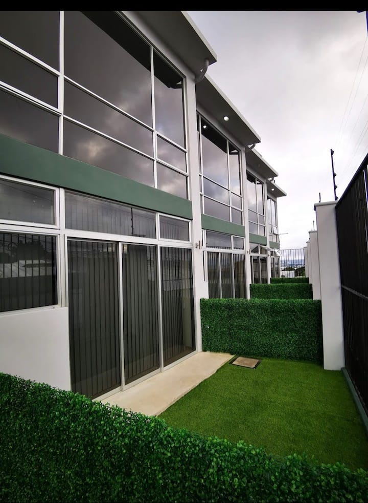 Loft Nuevo, moderno, céntrico en Heredia
