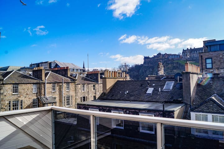 Central penthouse flat, balcony, stunning views