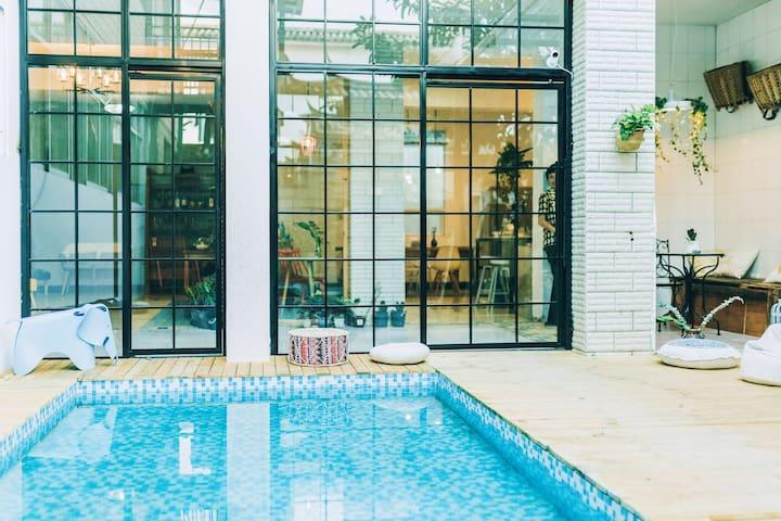 【告白House】大理古城核心区3分钟·含早·ins风清新双床房·草地庭院戏水池·情侣闺蜜亲子聚会