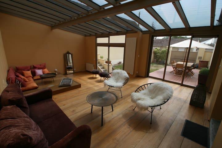 Belle longère atypique 3 chb / veranda lumineuse.