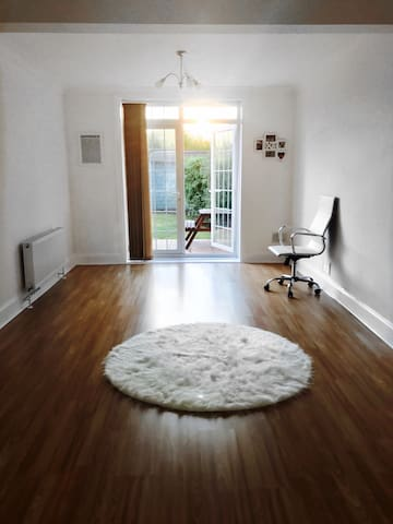Double Room In A Beautiful House with Parking