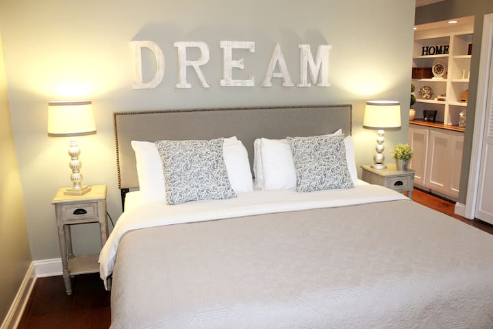 Master Bedroom suite -1 king OR  2 twin beds per your request at Time of booking