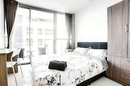 ★ Shenton Way ★ Seaview Queen Room with Balcony !