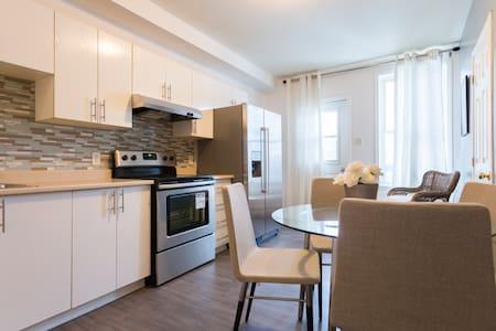 Belle chambre à louer Métro Jolicoeur! - Montréal - Huoneisto