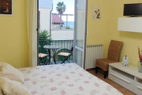 Beach Apartment Raffaello