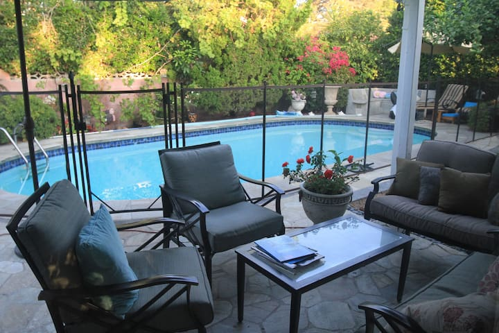 Cozy 2 bdrm + 1 extra room pool home in nice area! - Los Angeles - Casa