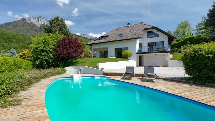 The Lake View Pool house
