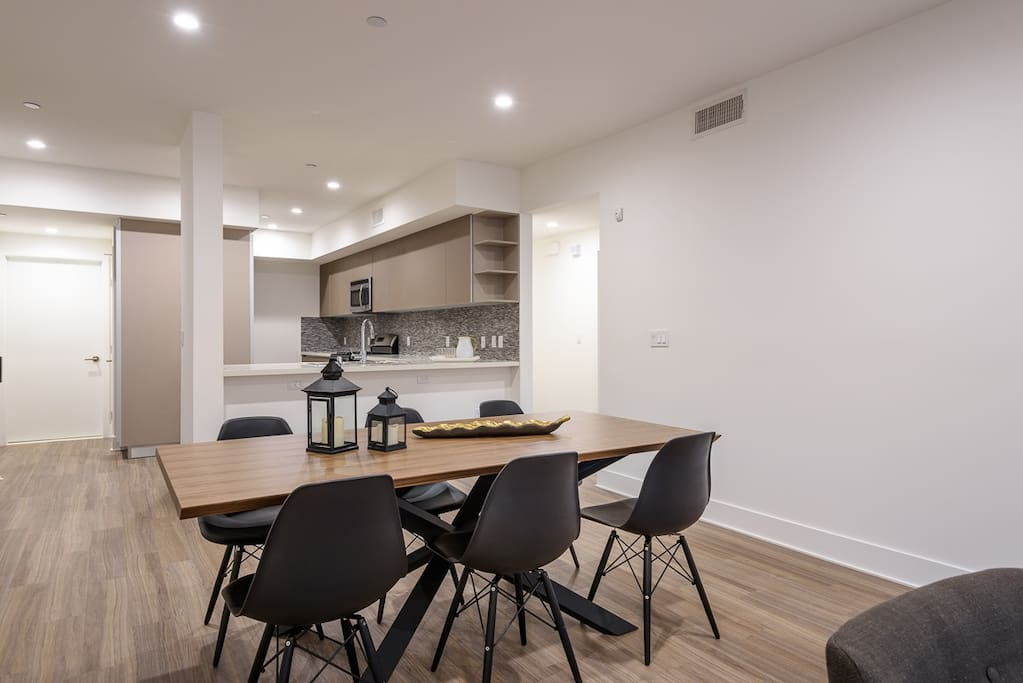 Open plan with easy access to kitchen area