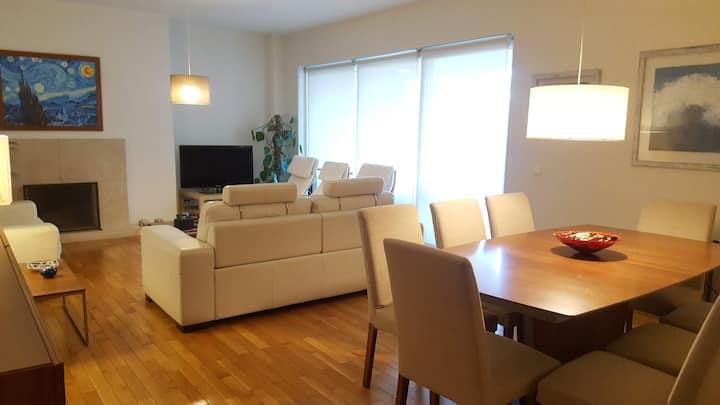 BmyT - Modern and spacious flat near Casino Lisboa