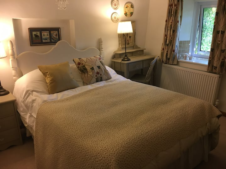 Cosy double room in Somerset cottage