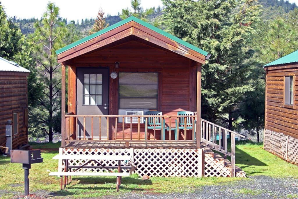 Deluxe cabin at yosemite pines cabins for rent in for Groveland ca cabin rentals
