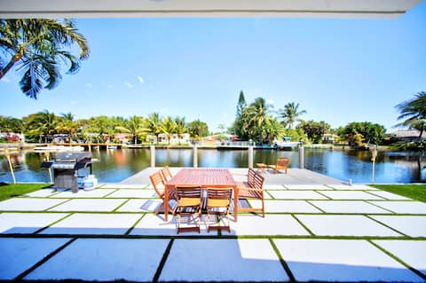 Hollywood Villa on the water - Modern 4 BR w/ dock
