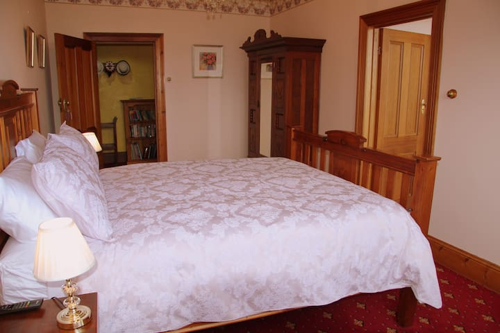 Jensens Bed and Breakfast - Blue Room - Beauty Point - Bed & Breakfast