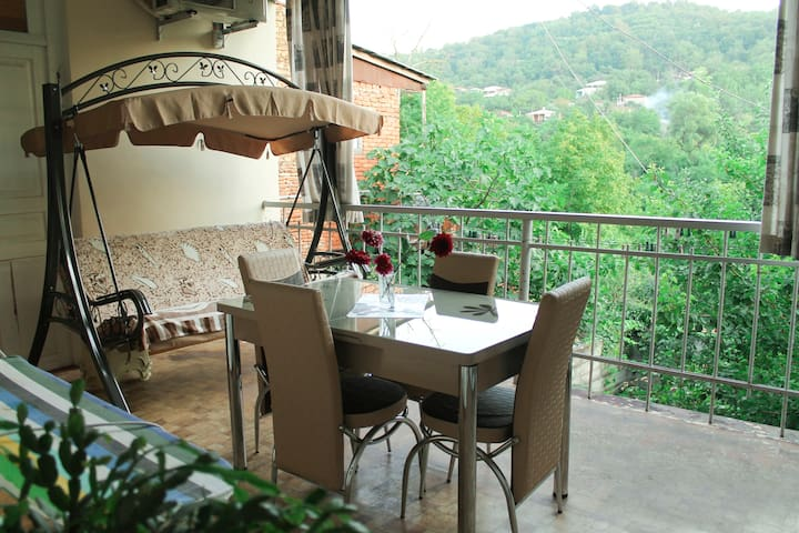 VILLIS GUEST HOUSE Deluxe Double Room with Balcony - Sighnaghi - Bed & Breakfast