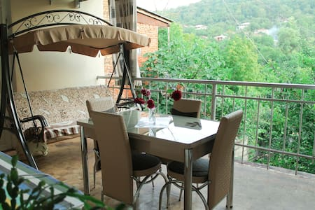 VILLIS GUEST HOUSE Deluxe Double Room with Balcony - Sighnaghi