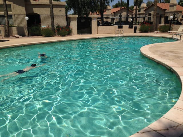 Lovely 3BR 2BA Home Away From Home - Chandler - 連棟房屋