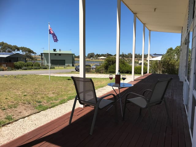 """Kangaroo Pause"" Holiday home @ Clayton Bay"