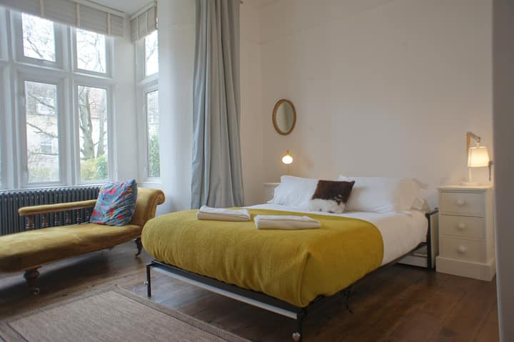 Central Victorian 4bed house all ensuite, parking
