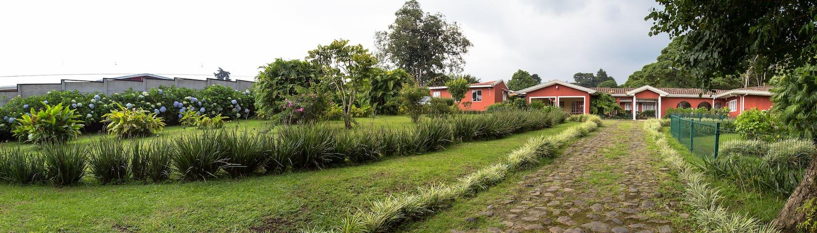 Villa Panchoy B. - San Ramón de Tres Ríos  - Wohnung