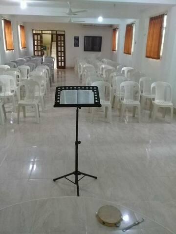 Salón de conferencia or iglesia