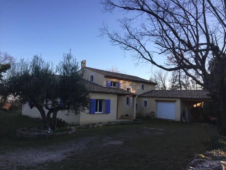 Villa avec vue, au cœur du Pays de Fayence, à Mons